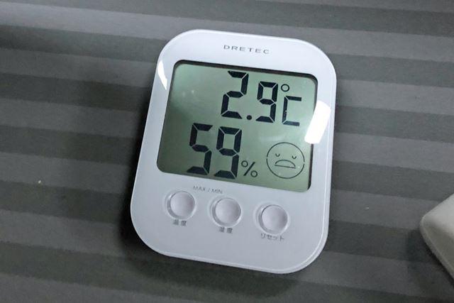 就寝前より、10℃以上車内の温度は下がっていた。やはり、この時期、暖かく寝るための対策は必須だ