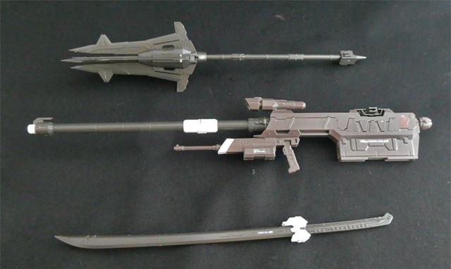 武器は3種類。滑空砲は折りたたんで収納し、使用時に展開させます