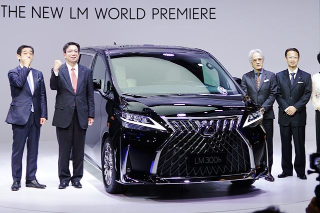 中国の「上海モーターショー2019」で世界初公開されたレクサス初のミニバン「LM300h」