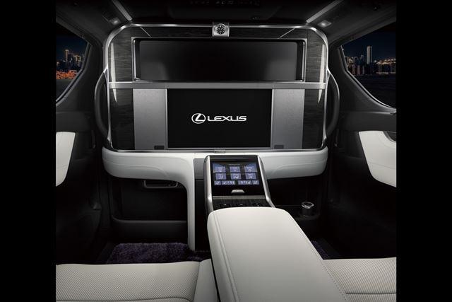 レクサス「LM」のインテリアは、大型ディスプレイや専用の冷蔵庫など豪華装備が採用されている