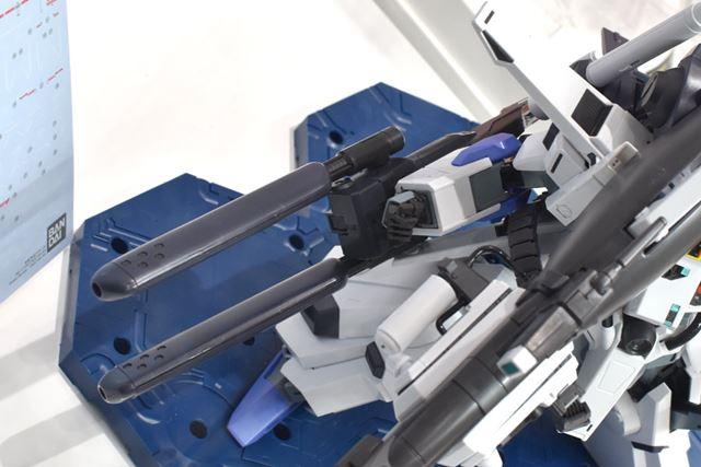 大型の「ハイパー・メガ・カノン」と「ダブル・ビーム・ライフル」を新規で造形