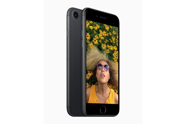 2016年登場の「iPhone 7」はサブブランドのワイモバイルやUQ mobileも取り扱われています