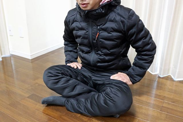 生地の伸縮性が高いので、姿勢を変える際の動きにくさはなく、きゅうくつさもない