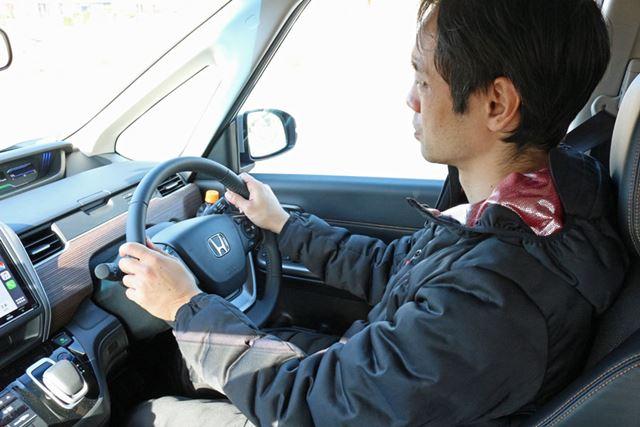 東京から千葉県木更津市まで運転して向かう。運転席に座っても、座りにくさや操作しづらさはない