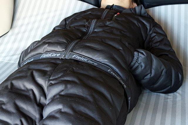手はグローブをはめるか迷ったが、ポケットに入れて寝ることにした。動きづらくはなるが、寒さは防げる