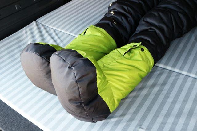 そして、足には所有のNANGA「テントシューズ」を装着