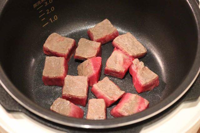 ミディアムレアに焼き上げます。チャパグリの味が濃そうなので、味付けはしません