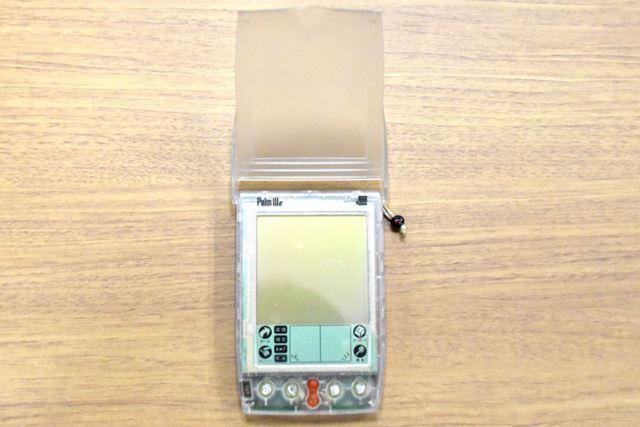 クリア筐体の「Palm III」