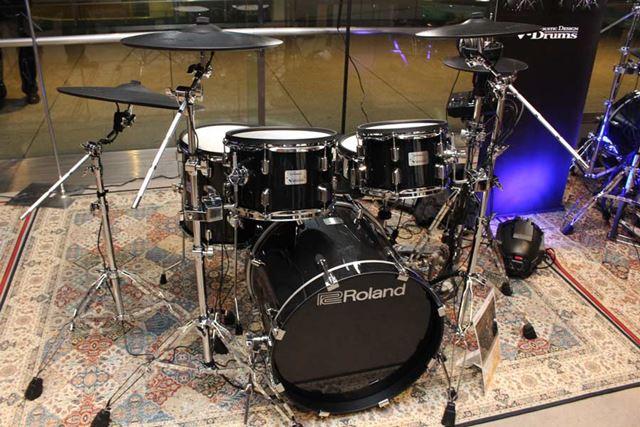 ミッドナイト・スパークル仕上げの木製シェルの存在感が光る「V-Drums Acoustic Design」シリーズ