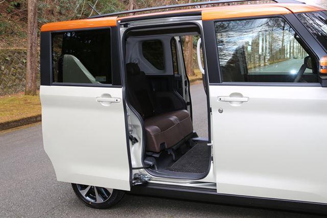 スライドドアの開口幅が先代よりも95mm広がり、乗降性が大きく向上している