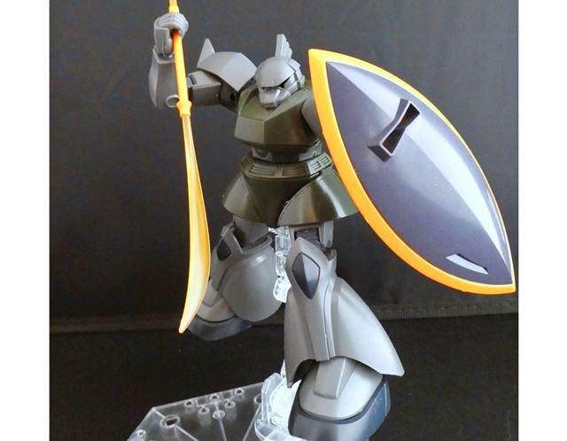 ビーム・ナギナタは、シャア専用ゲルググ同様に黄色いクリアの刃が付属