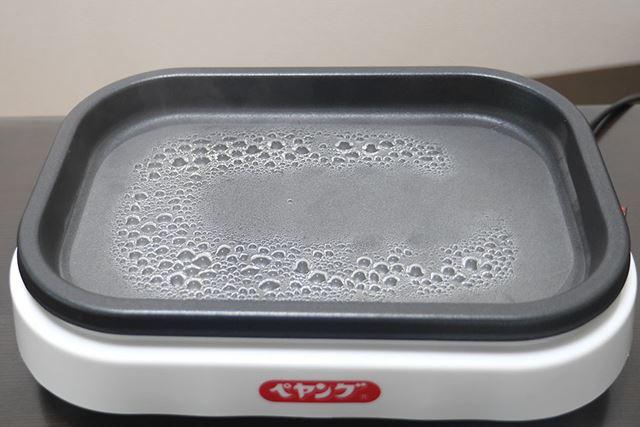 待つこと数分。お湯が沸騰したら……