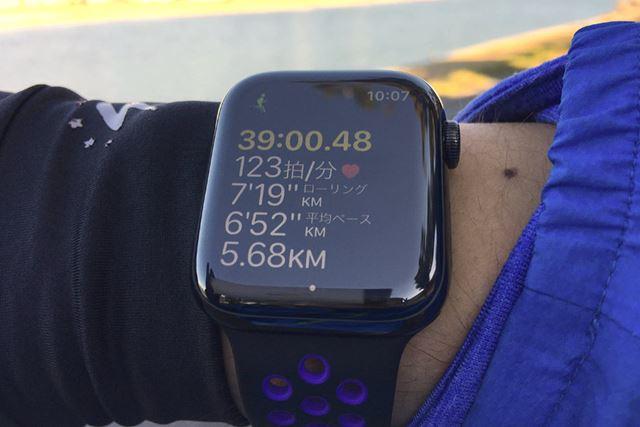 ランニング中は、運動時間や心拍数など、5つの項目が表示される