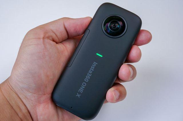 360°カメラの特徴や選び方のポイントから、厳選モデルを紹介(画像は「Insta360 ONE X」)