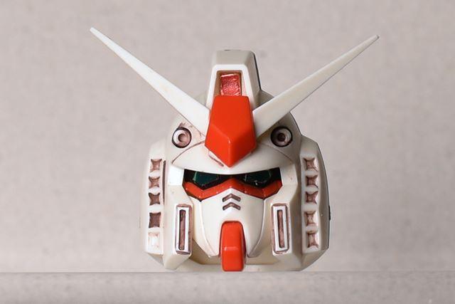 顔は、面が増えて角張った印象を受ける。こちらは片桐さんの私物のため、スミ入れされています