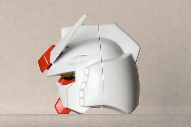 口元のマスク部分が、「Ver.1.5」よりも奥に引っ込んでいる