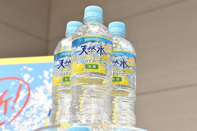 「サントリー天然水 Clearレモン」(540mlペットボトル)のメーカー希望小売価格は144円(税込)