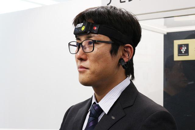 脳波計と人間の五感から感性認識するアプリを用いたシステムで、ドライビング中の様子を測定