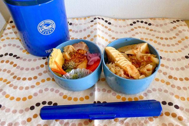 タケノコご飯と和風のおかずで。ピクニックに行くのもいいですね