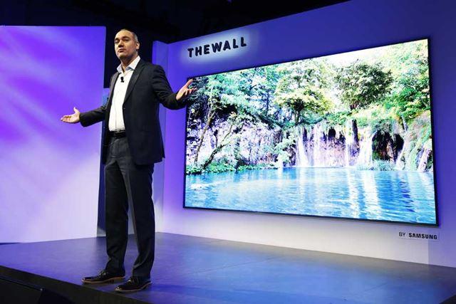 CES 2019で披露された、サムスンのマイクロLEDテレビ「THE WALL」。家庭向けも期待できそうか……?