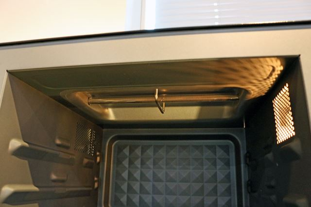 上部に装備されたシーズヒーターは、むき出しのタイプ