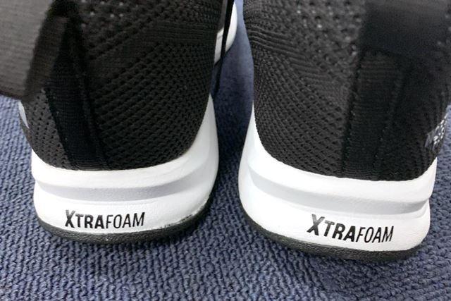 ミッドソールのかかと部分には、衝撃吸収性にすぐれた「XTRAFOAM」を内蔵。着地時の安定性にもすぐれていた