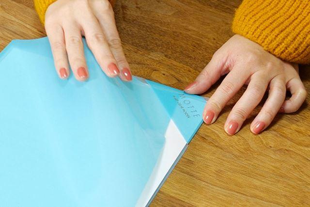 角のストッパーを使えば、書類のはみ出しは確実にガード