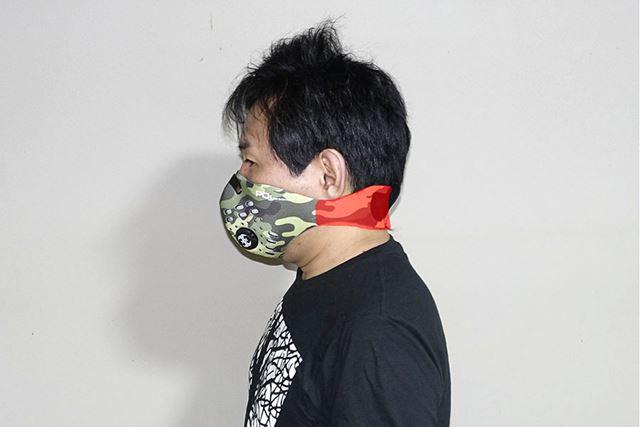 首に巻き付けるような形で使うので、耳の負担もありません