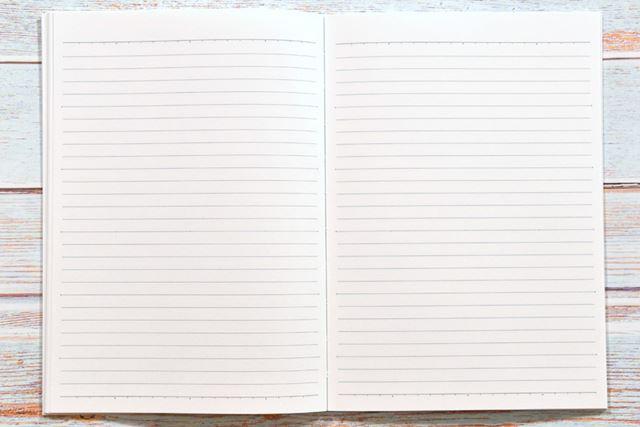 ノートページの罫は、「キャンパスノート」のデザインそのままで28行
