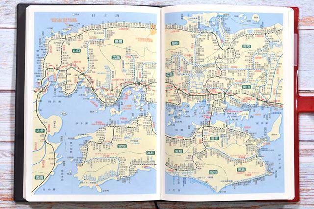 鉄道路線図は、北海道から九州まで全国をカバーするほか、主要地域の地下鉄路線図までも網羅している