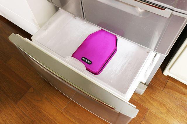 使用するには、冷凍庫で凍らせておく必要があります。6時間ほど冷凍庫に入れておきましょう