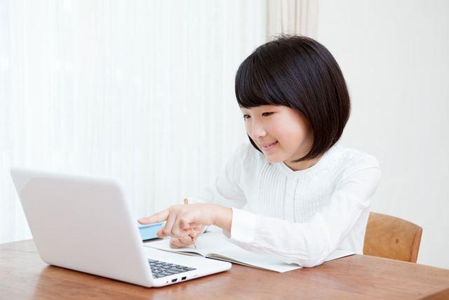 さまざまな企業が、休校中の子どもの学習支援などを行う無料サービスを実施している