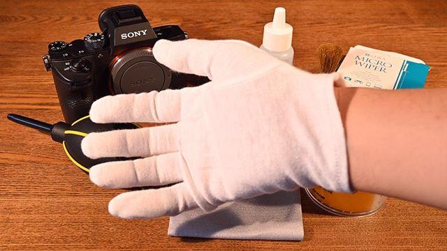 清掃時は静電気を防止する手袋を着用しましょう