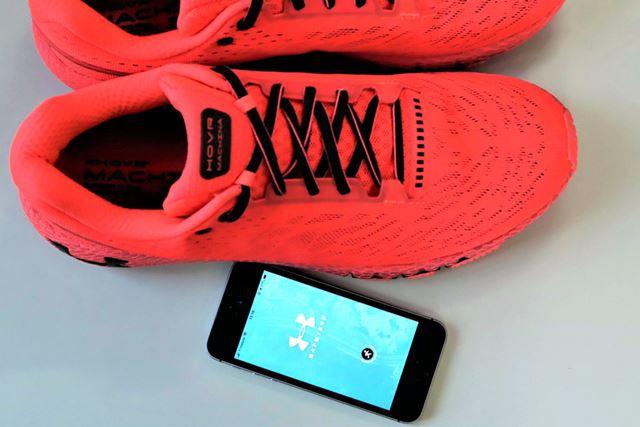 シューズとスマホ用アプリ「Map My Run」と接続することで、自分の走りが可視化できる