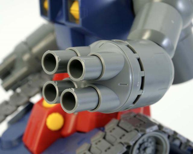 40mm4連装ボップミサイルランチャーを回せば、銃身が伸縮するギミックを搭載しています