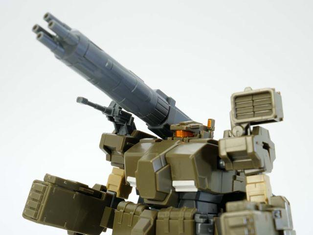 右肩の武器がメガ・マシン・キャノン