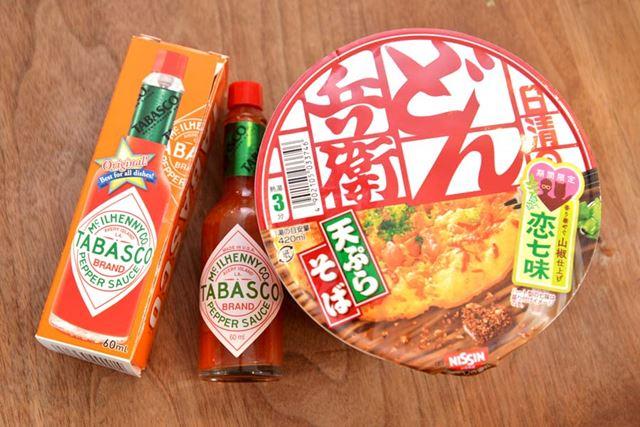 「日清のどん兵衛」は、地域によってつゆの味が異なりますが、今回は関東味を用意