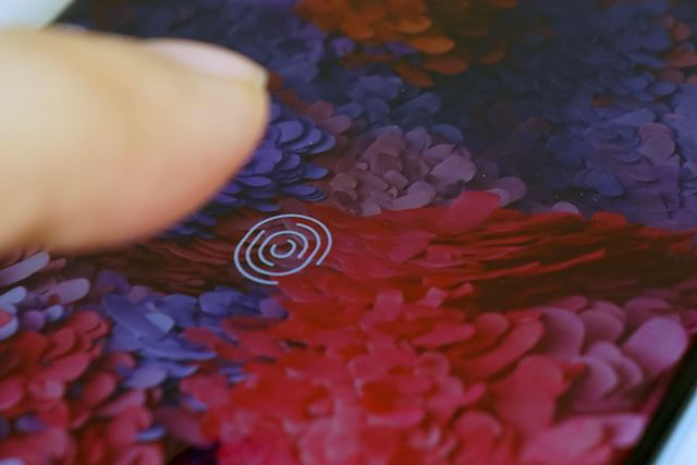「Galaxy Note 10+」と同じく、ディスプレイ指紋認証を採用する