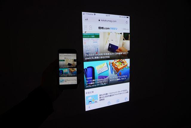 iPhone、Androidともにスマホ画面のミラーリング表示が可能だ