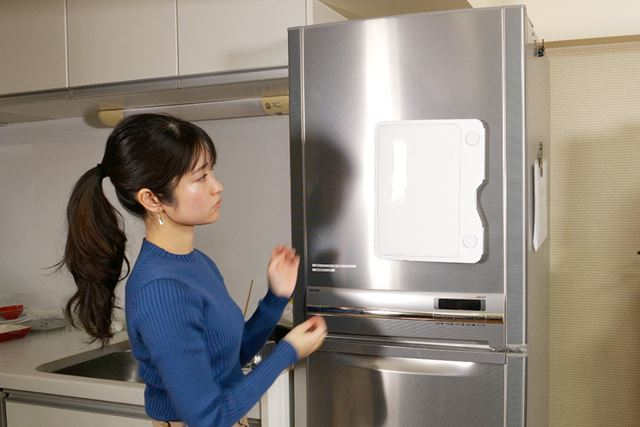 この通り、A4サイズのファイルが冷蔵庫にピタッ!