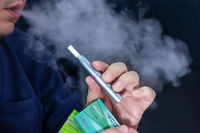 喫煙所など、周囲が煙たい環境なら、ノンニコチンだとは気づかないはず