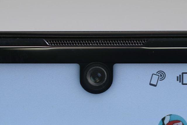 フロントカメラは、前モデル「AQUOS R3」と同じく約1,640万画素となっている