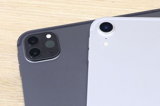 左が2020年モデル、右が2018年モデル。背面カメラはiPhone 11のようなデザイン