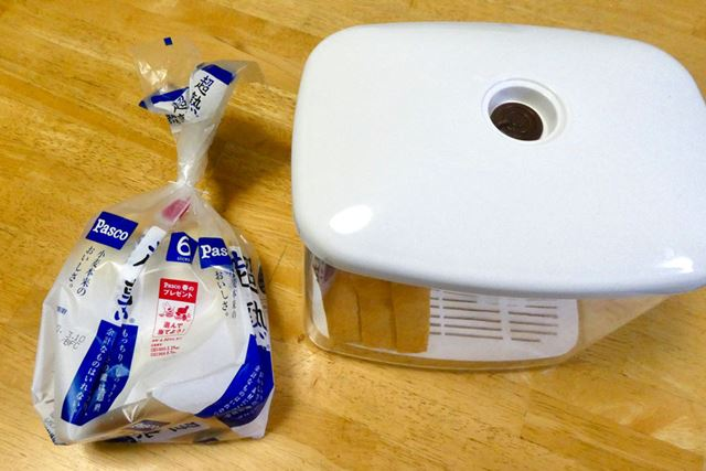 真空パンケースは20回ポンピングしてあります。残り3枚はそのまま袋に入れて、キッチンに放置