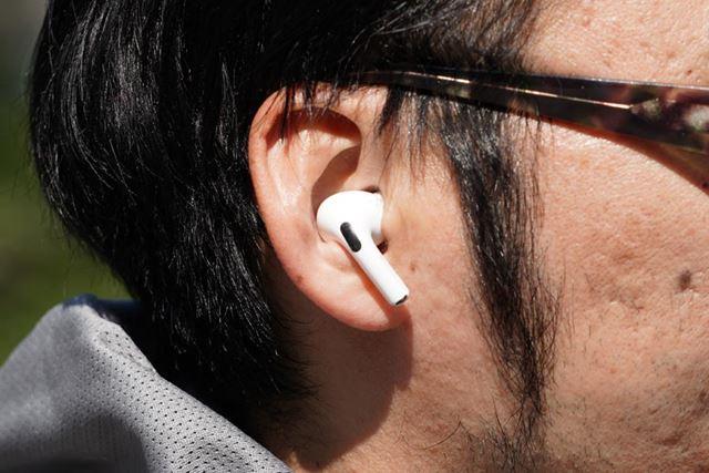 スポーツ特化型の形状ではないが、耳のくぼみにフィット