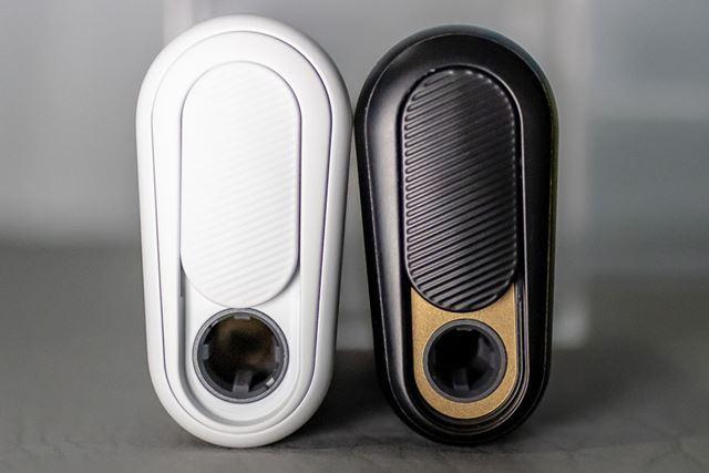 4mm太くなったスティックのために、挿入口は「グロー・ハイパー」(左)のほうが少しだけ大きくなっている