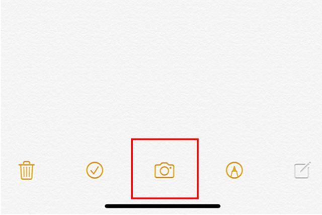 新規メモを作成して、下のカメラマークをタップ