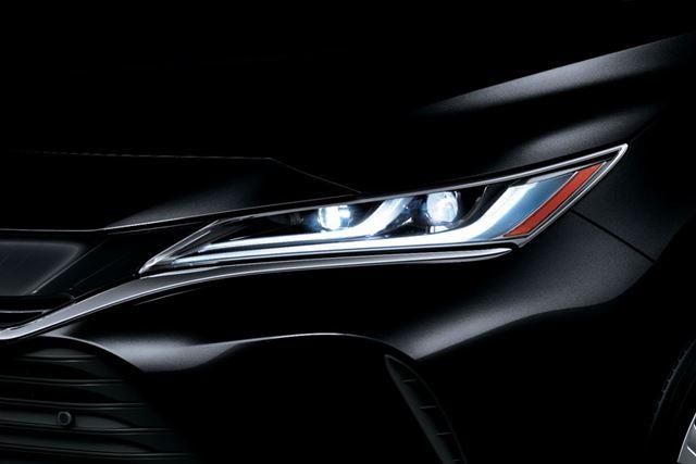トヨタ 新型「ハリアー」には、先進的な「アダプティブハイビームシステム」も採用されている