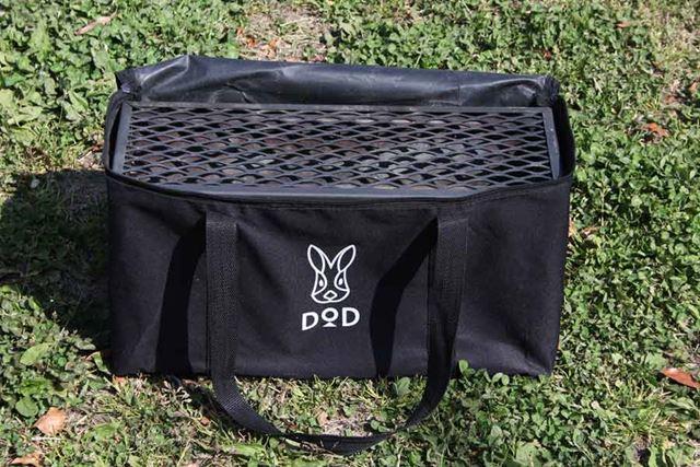 持ち運びしやすいようにキャリーバッグも付属します。総重量は約7.7kg