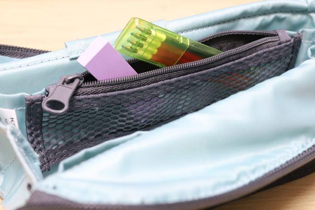 何が入っているのかうっすら見えて使いやすいメッシュポケット